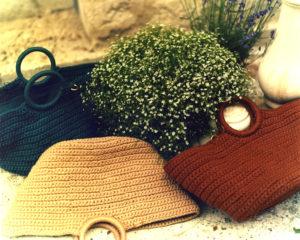 d409d3221a Chaque sac se décline en plusieurs formats et couleurs, à l'intérieur, une  bourse en voile de coton colori nude se fermant à l'aide d'un cordon permet  de ...